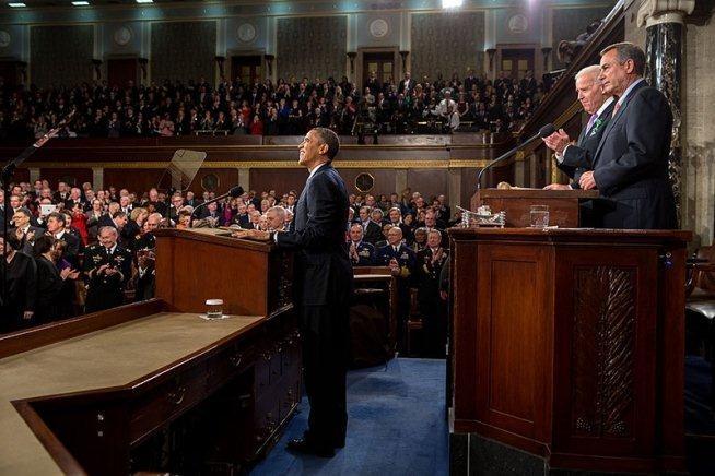 Obama recibe el aplauso de todos puestos en pie